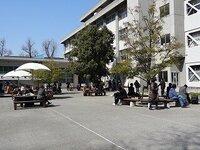 2013.2.25 前期日程試験(校友会館前)